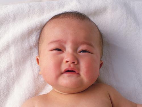 夜泣きに困ったら試したい!赤ちゃんがピタッと泣き止む動画5選のタイトル画像