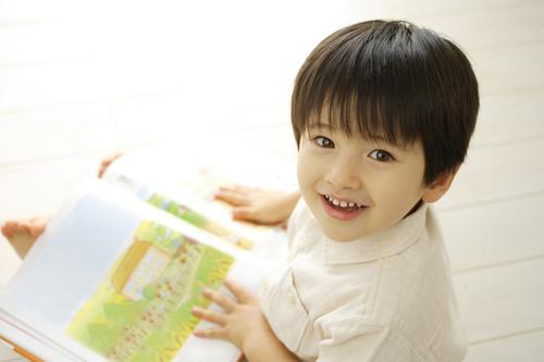 赤ちゃんにぴったりのイラスト・ストーリとは?赤ちゃんにおすすめ絵本4選のタイトル画像
