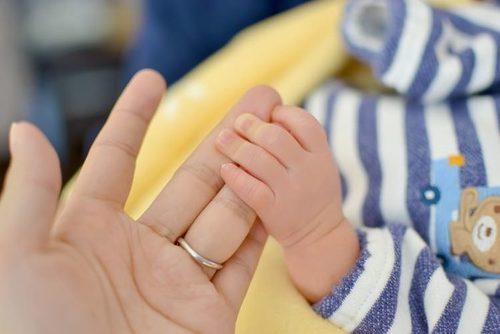 妊娠中できるだけ薬を使いたくないママが知っておきたい、おばあちゃんの知恵袋①「手当て」のチカラのタイトル画像
