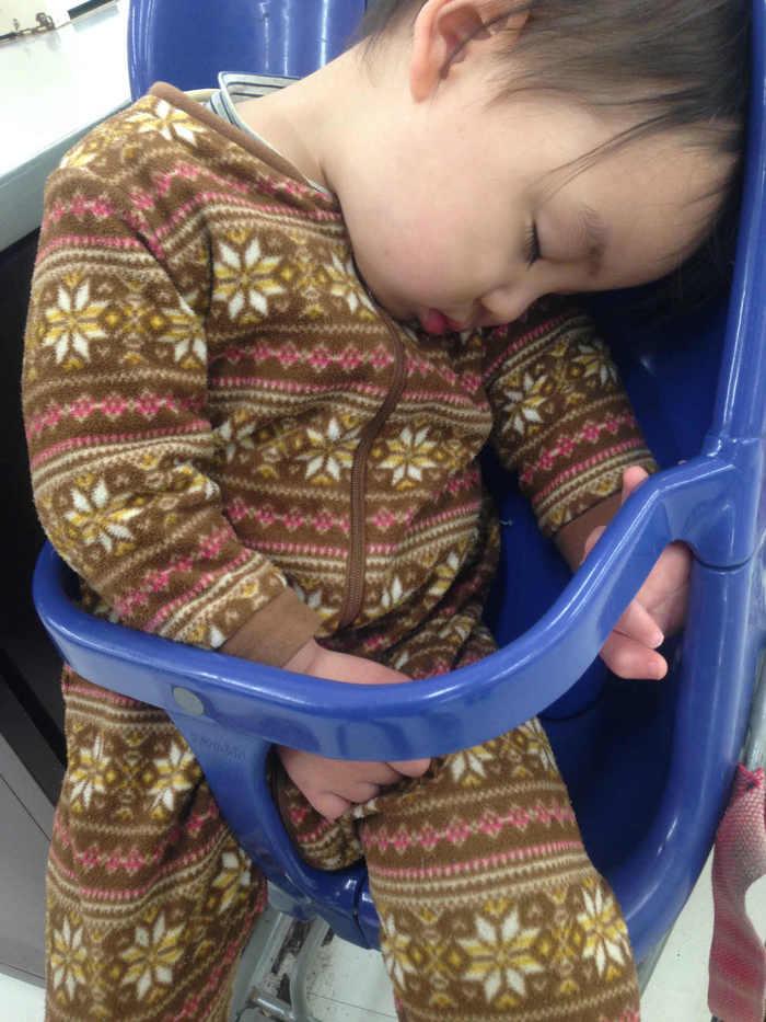 1歳児のお昼寝、どのぐらいの時間、何回寝るものなの?の画像1