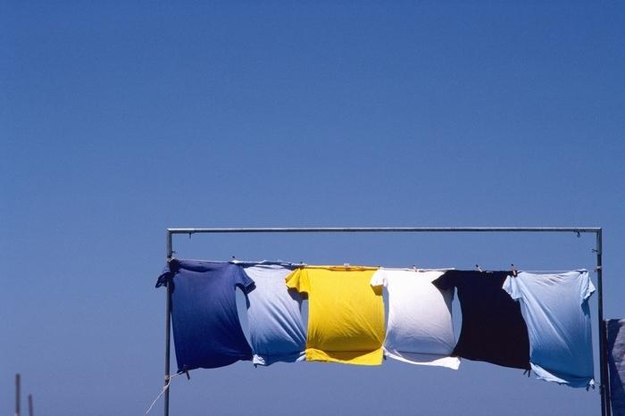 洗濯物をたたむ時間がない・・・ソファの上に洗濯物の山が!?の画像1