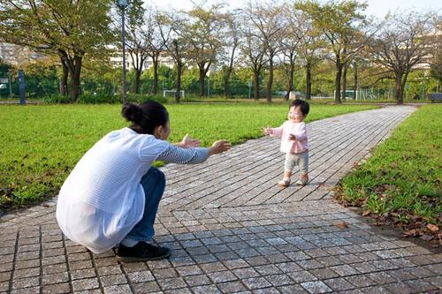ママ友って作るもの?ドキドキの児童館・公園デビューで気をつけたいことのタイトル画像