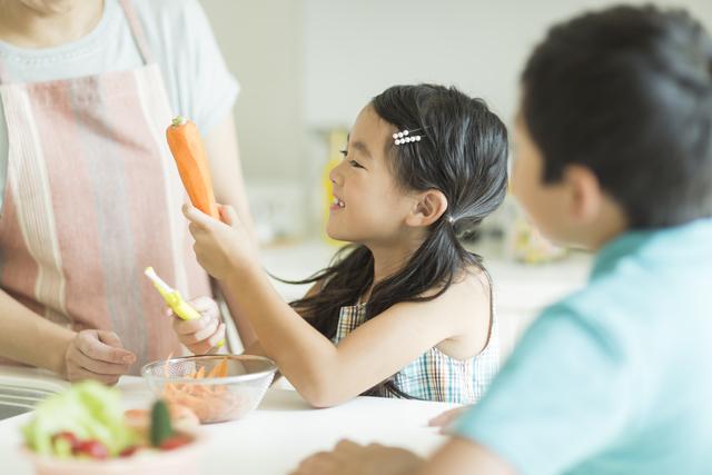 お手伝いは自立だけでないパワーがある!「2歳時に子ども用包丁をプレゼント」その3年後の話。の画像1
