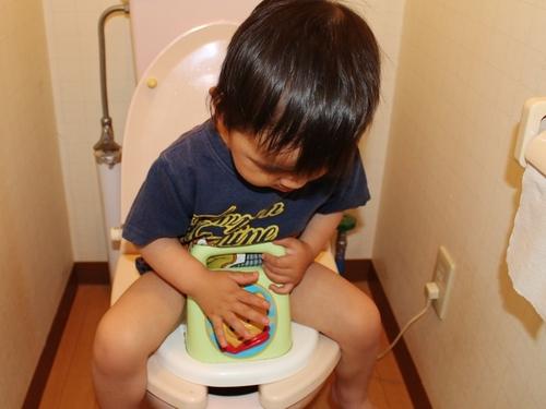 子どもの自信につながる!トイレトレーニングを成功させる3つのコツのタイトル画像