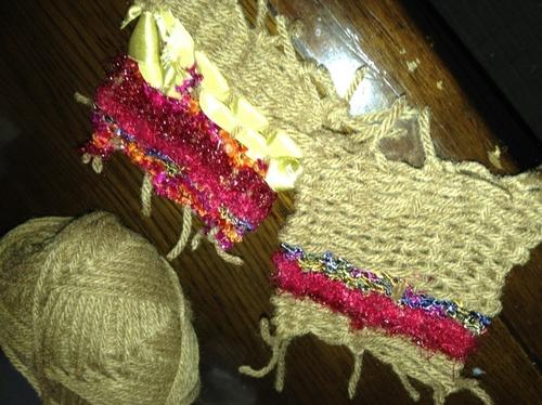 毛糸で簡単にコースターが作れちゃう!子どもと一緒に挑戦しよう♪のタイトル画像