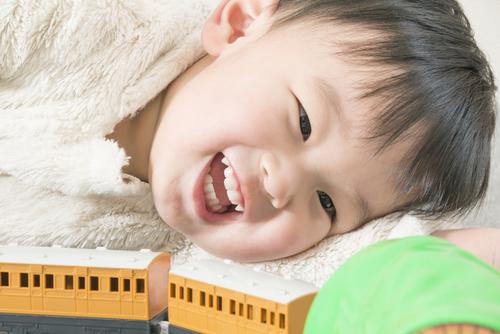 男の子が大好き電車おもちゃ!プラレールと木製レール、買うならどっち?のタイトル画像