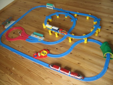 男の子が大好き電車おもちゃ!プラレールと木製レール、買うならどっち?の画像2