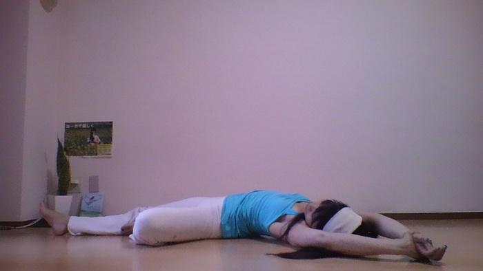 憂鬱な気持ちを払う!寝る前におすすめのヨガポーズの画像3