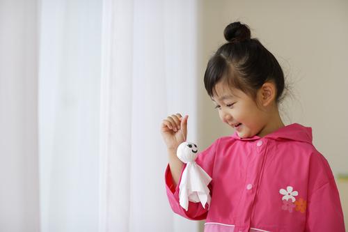 子どもの初めてのレインコートはどう選ぶ!?レインコート選びで大事にしたいポイントとは?のタイトル画像