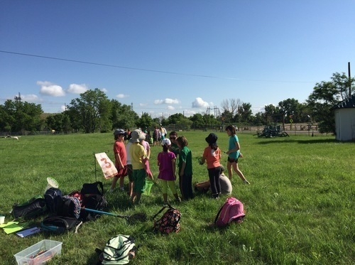 【幼児教育】英語学習に8歳の娘とアメリカでアウトドアサマープログラムに参加!充実の沼地探検とは?のタイトル画像