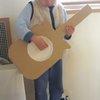 材料はたった3つ!子どもが喜ぶ手作りダンボールギターをつくろう♪のタイトル画像