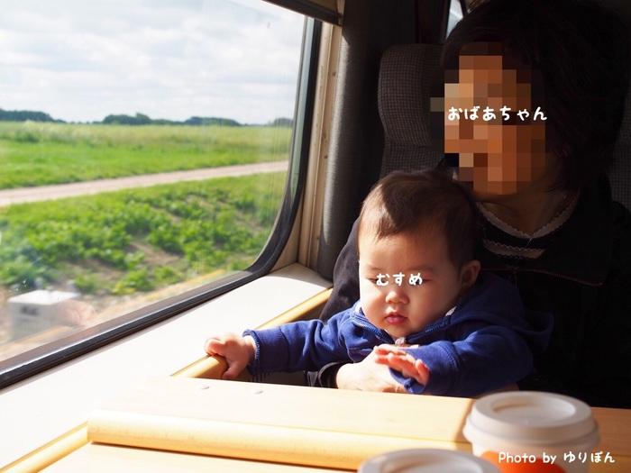 7ヶ月の娘を連れて初めての家族旅行。列車移動の必需品はおもちゃと抱っこひも!の画像1