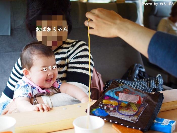 7ヶ月の娘を連れて初めての家族旅行。列車移動の必需品はおもちゃと抱っこひも!の画像2