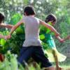 夏の雨は待ち遠しい!子どもの感受性を育む雨の日の遊び4選のタイトル画像