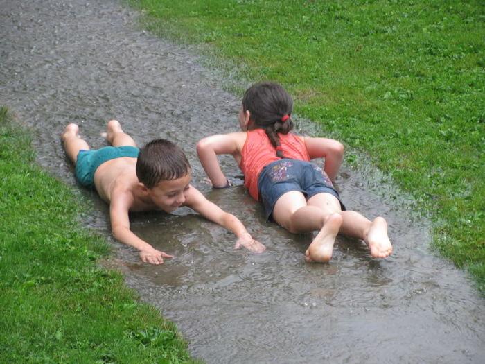 夏の雨は待ち遠しい!子どもの感受性を育む雨の日の遊び4選の画像2