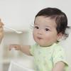 初めての離乳食を上手に進める工夫とは?~赤ちゃんと楽しく過ごす時間を最優先に~のタイトル画像