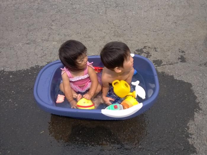 暑い夏!お家で手軽に水遊びをするアイデア!の画像1
