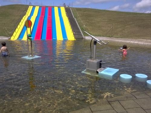 夏こそ早起き!朝一番で水遊びができる公園へ行ってみよう♪のタイトル画像