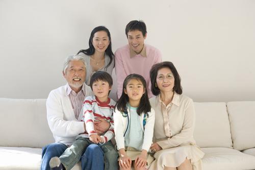 子どもが生まれて親と同居!同居のメリット・デメリットとは?のタイトル画像