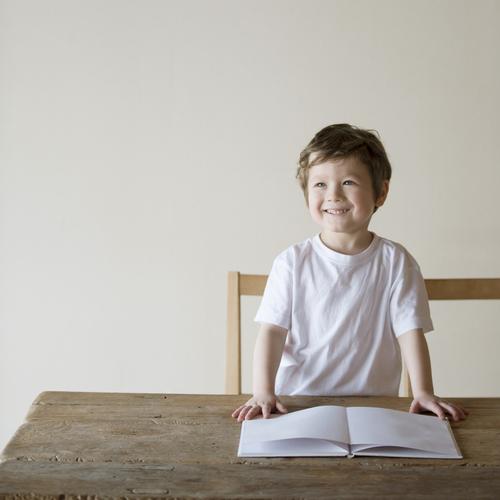 紙芝居を子どもの知育に!おすすめ作品と演じる時のポイントは?のタイトル画像