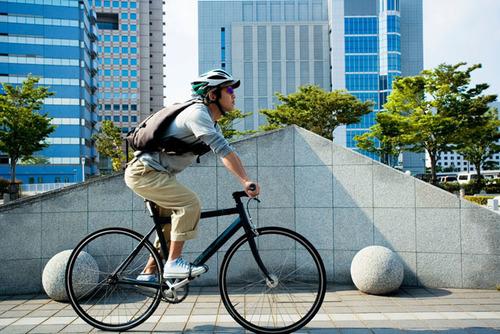 「段階を踏んで着実に」がポイント!補助輪なしの自転車に早く乗れるようになる方法のタイトル画像