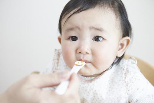 すぐに試せる!娘が離乳食を食べるようになった3つのきっかけのタイトル画像