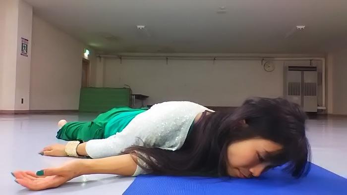 子どもの抱っこで背中が痛い・・・そんな時にすぐできる、背中の痛みを解消するストレッチとは?の画像1
