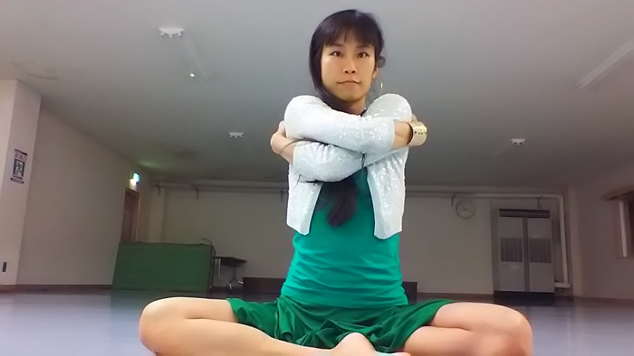 子どもの抱っこで背中が痛い・・・そんな時にすぐできる、背中の痛みを解消するストレッチとは?の画像2