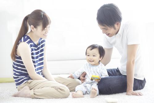 赤ちゃんと外食をする時の便利グッズ「チェアベルト」のタイトル画像