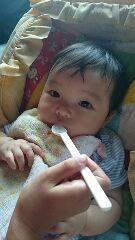 初めての離乳食!離乳食、最初の1ヶ月の進め方のタイトル画像