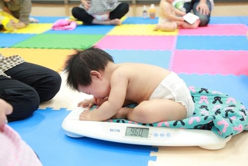 助産師が解説!母乳育児で赤ちゃんの体重が増えてない・・その意外な要因とは?のタイトル画像