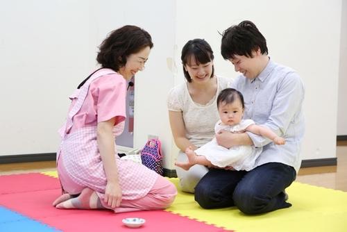 そんな言い伝えがあったとは!赤ちゃんの首の「赤いあざ」に隠された秘密とは?のタイトル画像