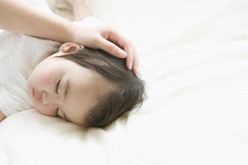 【体験談】冬に気になる子どもの咳!寝ている時の咳を止める意外な裏ワザ!のタイトル画像