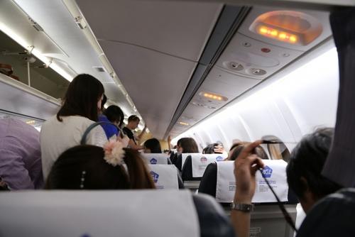 「機内16Cにいたあなたへ」自閉症の娘の隣にいた男性に感謝の手紙のタイトル画像