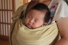 安心感を生む、機能的抱っこ紐「スリング」の使い方とメリットの画像1