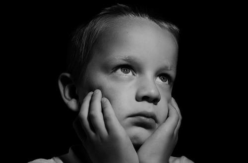 小2の長男の積極的不登校。親・学校側の対応は?のタイトル画像