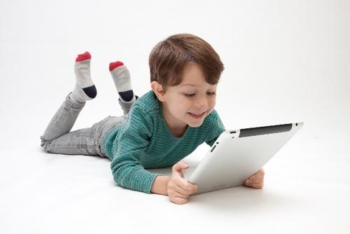今話題の子ども向けオンライン英会話スクール。続けてみて感じる長所と短所のタイトル画像