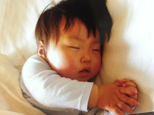 早寝より深寝!?夜更かし娘にも効果的な寝かしつけ法のタイトル画像