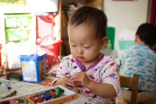 「大人の感覚」を捨てると育児はどう変わるか?のタイトル画像