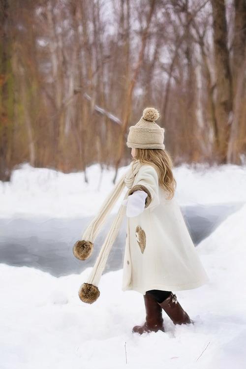 赤ちゃんの冬服はどう選ぶ?冬用肌着の種類と着せ方のコツのタイトル画像