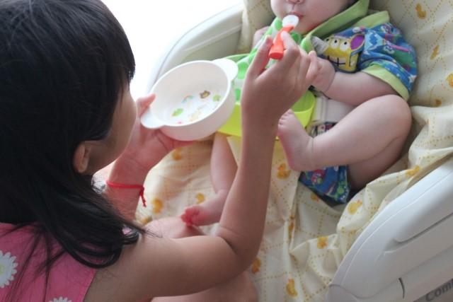 ママの気持ちも楽になる。「離乳食」ではなく「補完食」という考え方の画像1