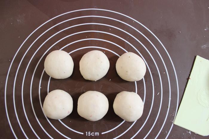 みずみずしい旬の苺を手作りパンに!ふわふわミルキーいちごのハートパン♡の画像7