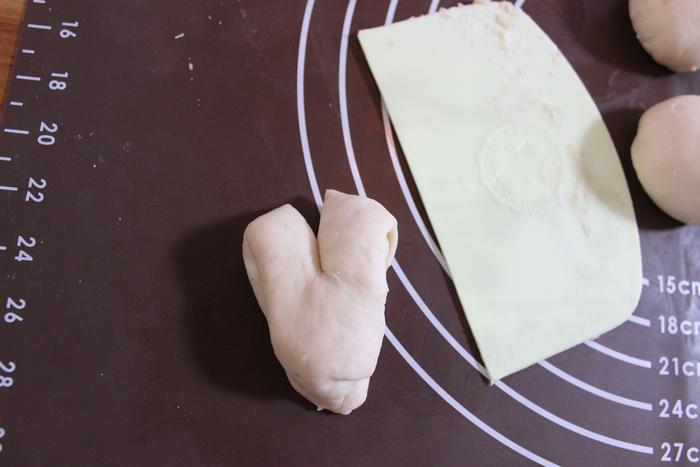 みずみずしい旬の苺を手作りパンに!ふわふわミルキーいちごのハートパン♡の画像11