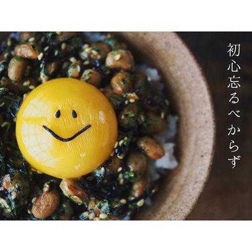 癒され卵かけご飯♡「スマイルなったま」がゆるかわで元気がでると話題のタイトル画像