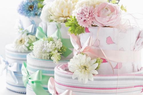 おむつケーキの作り方!100均の材料で簡単に作れちゃう?のタイトル画像