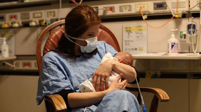 妊娠24週目で生まれた未熟児の赤ちゃん。パパママが撮り続けた1年の成長記録に思わず涙。の画像4