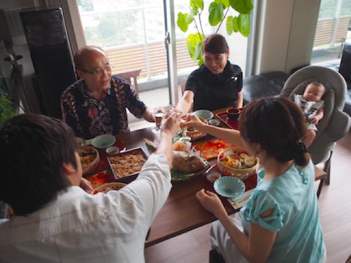 赤ちゃんと一緒に食卓を♡お食い初めにはハイチェアにもなるバウンサーがオススメ!の画像7