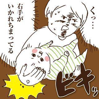 「くっ…」娘の重さに思わず悲鳴…!?0歳児のあるある注意報10選の画像5