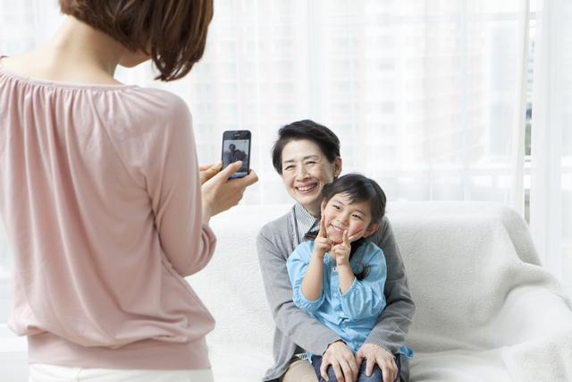 故障でスマホの写真が消えちゃった…。子どもの写真を安心して残すためにママたちが選んだ方法!の画像1