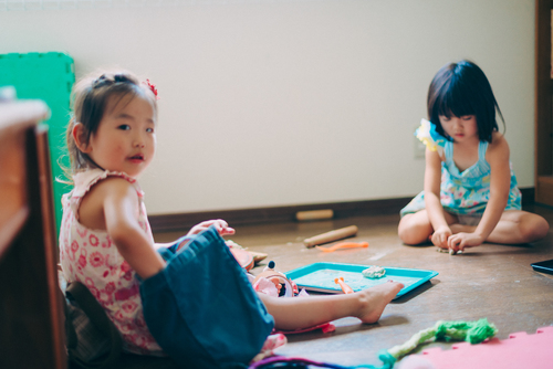 「大人が遊びを断ってもいい」保育者・柴田愛子さんの『大人と子ども関係論』のタイトル画像